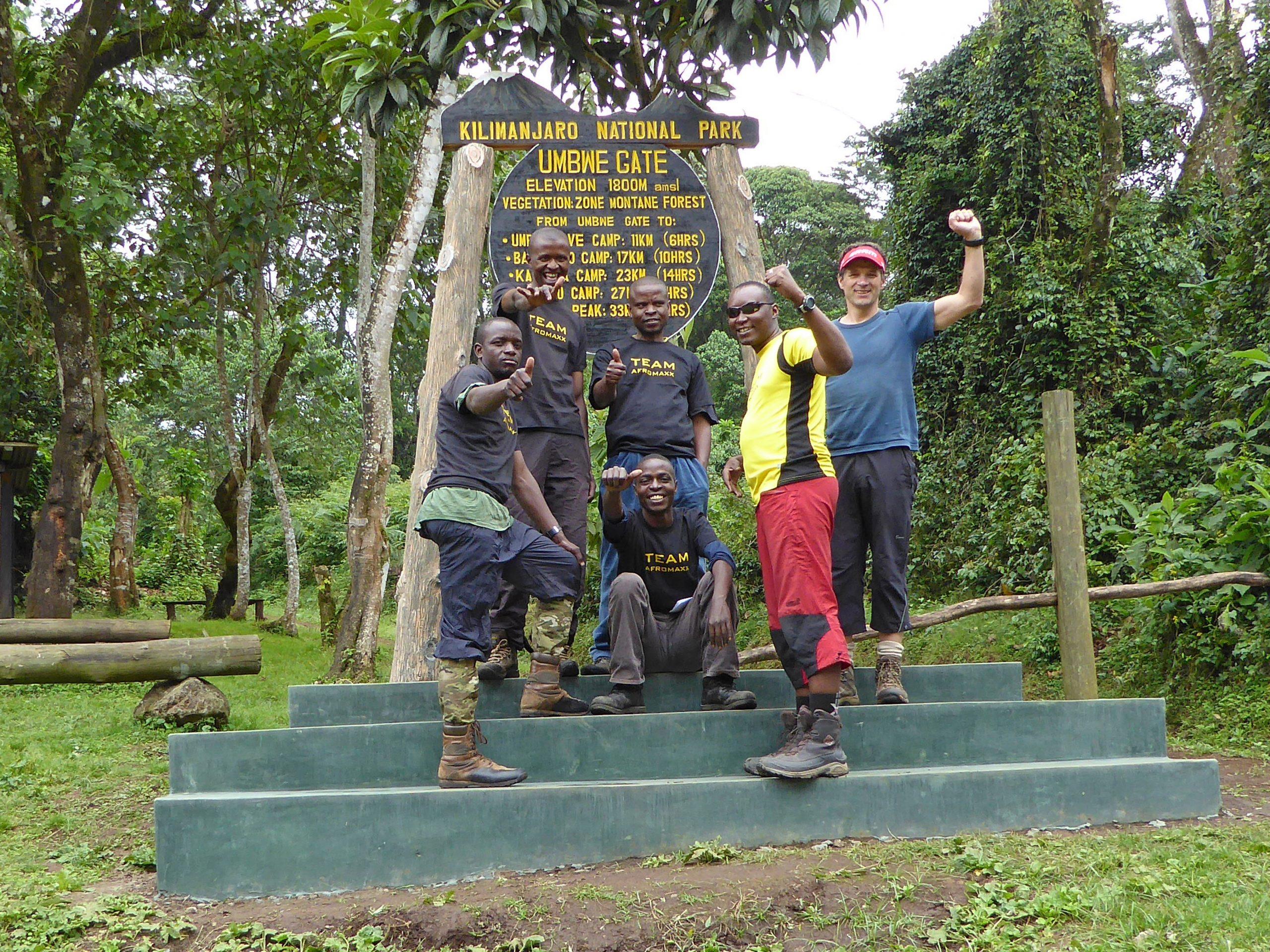 Radreise Afrika 2014 - Kilimanjaro - Team am Umbwe-Gate