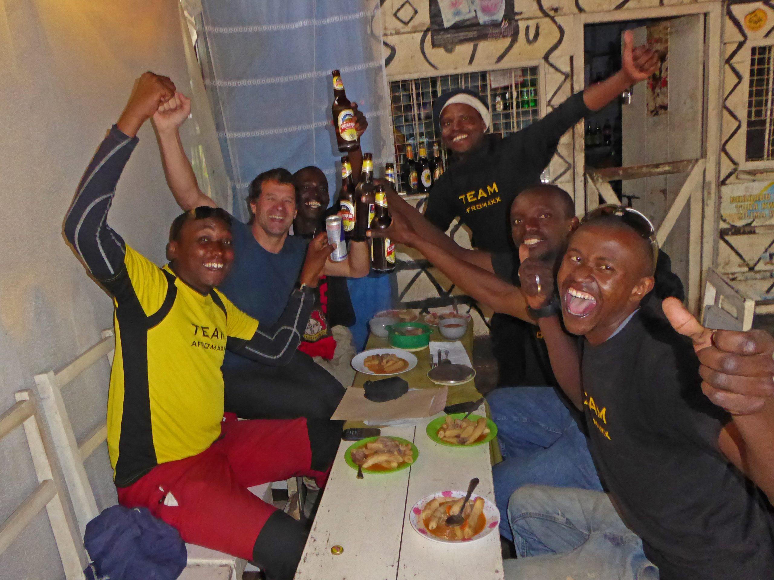 Radreise Afrika 2014 - Kilimanjaro - Team am Mweka-Gate