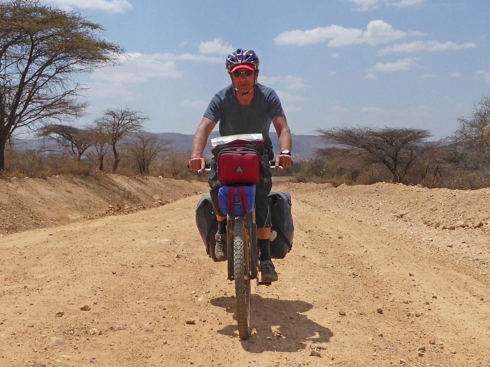 Radreise Afrika 2014 - Unterwegs auf einer Erdpiste