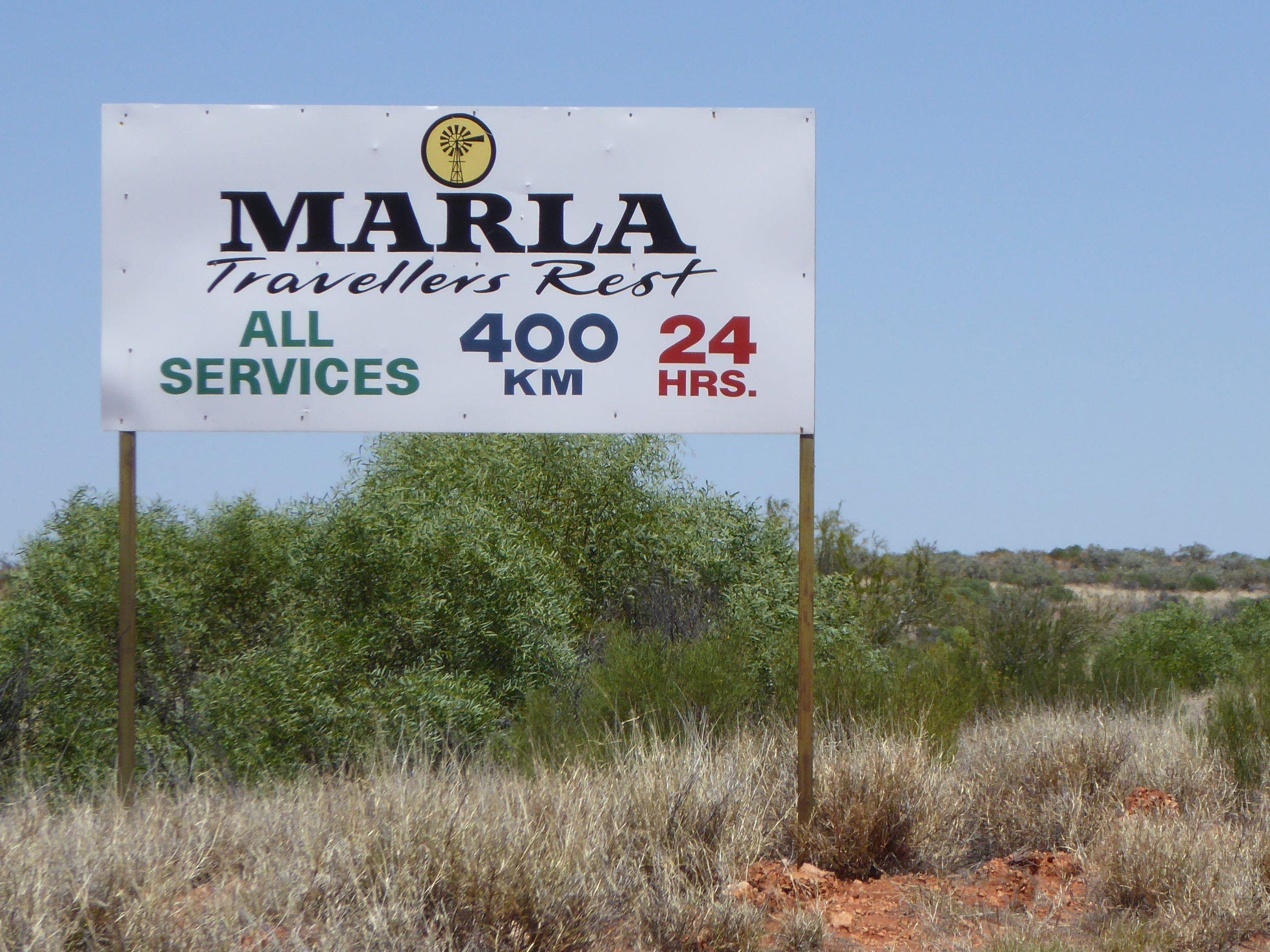 Radreise Australien 2016 - Stuart Highway - Wegweiser zum Roadhose Marla 400km