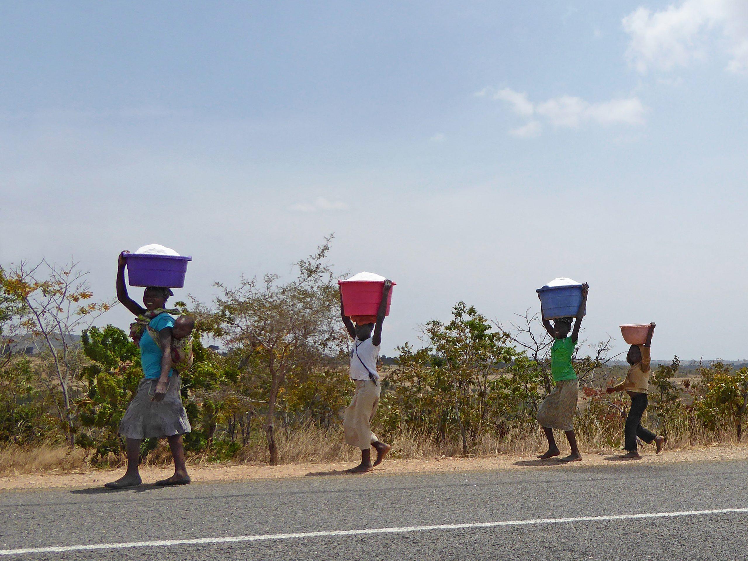 Radreise Afrika 2014 - Familie schwer beladen