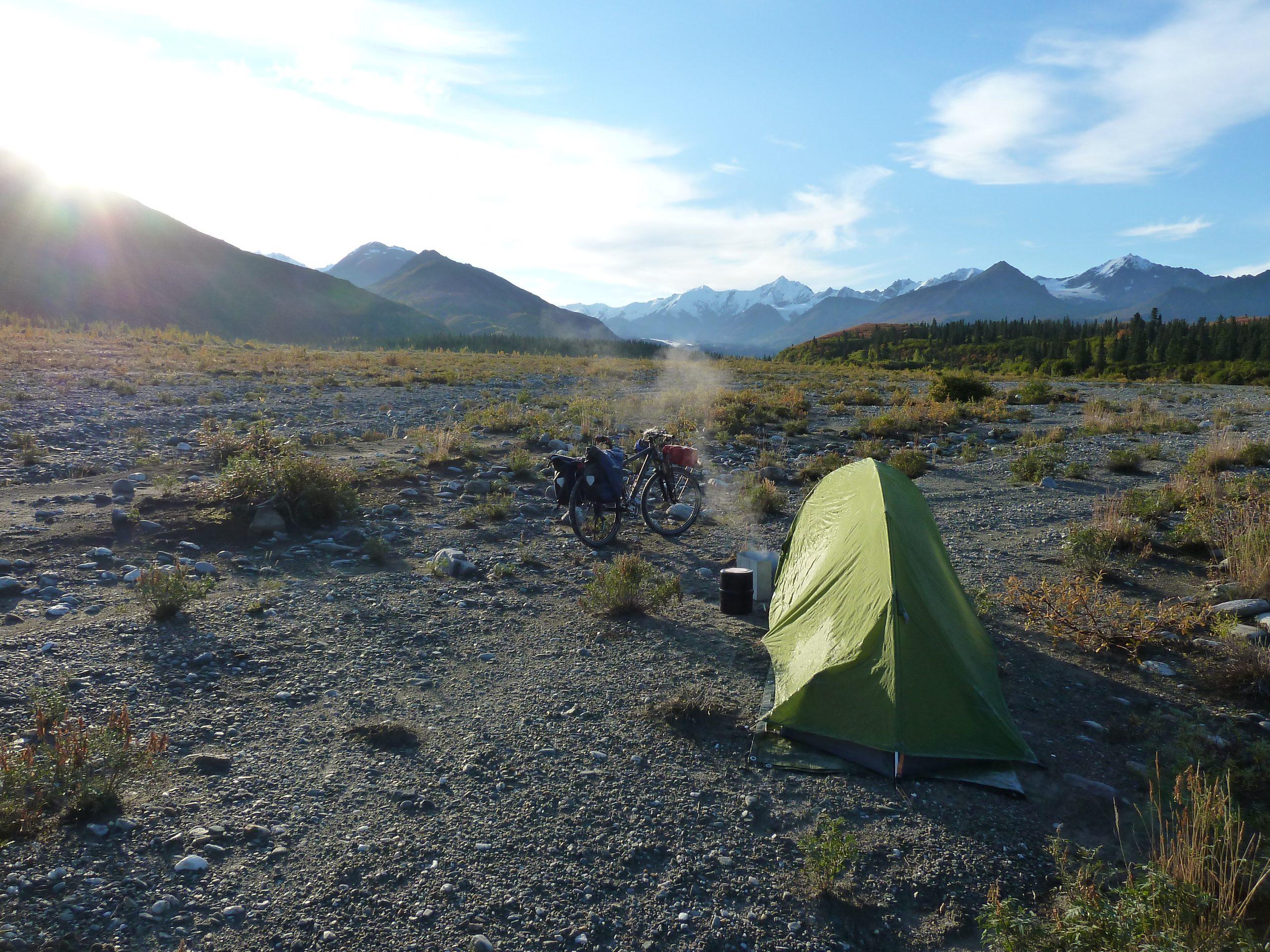 Radreise Alaska 2010 - Zeltplatz am Gletscherfluß - Castner Glacier