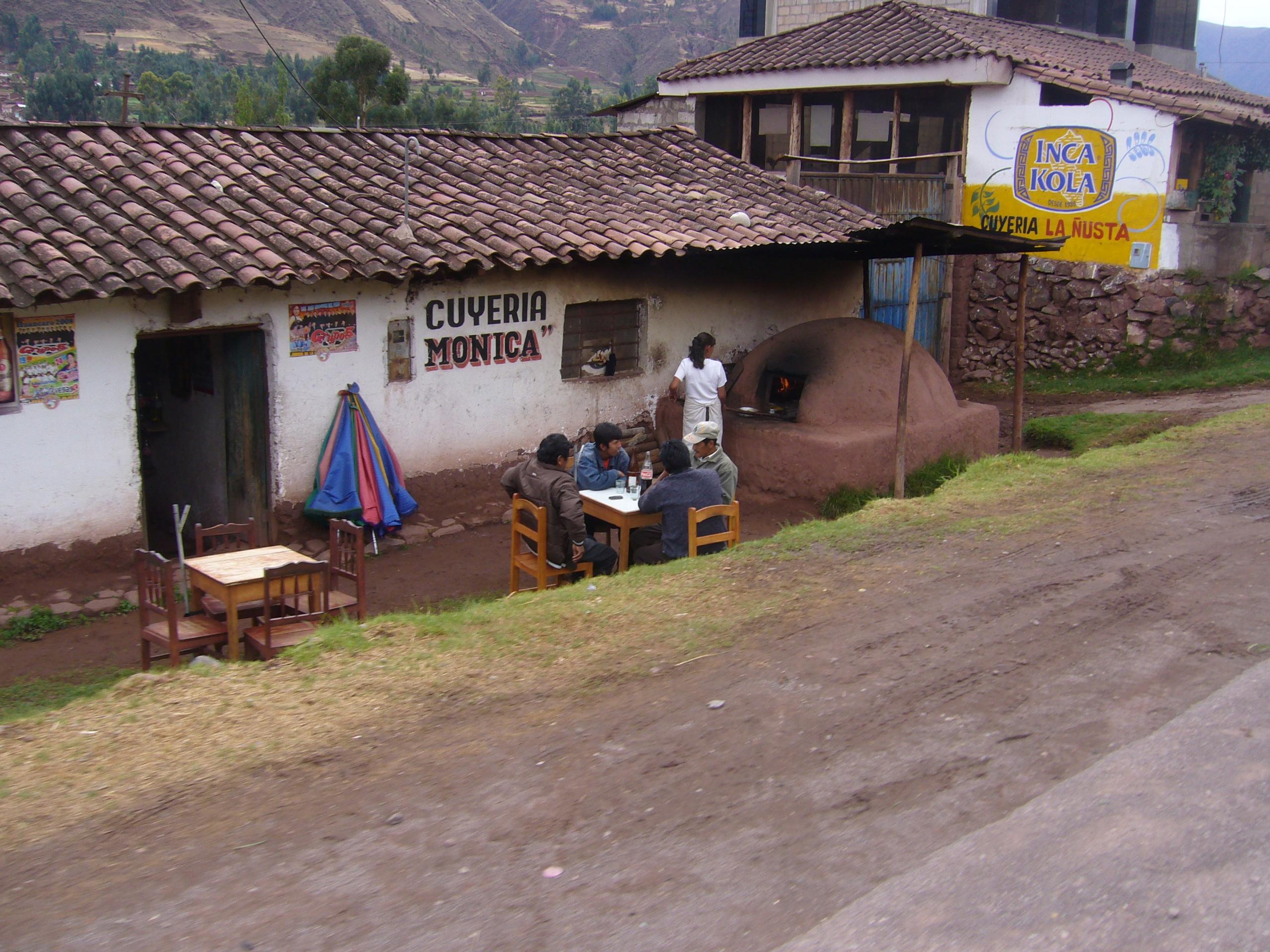 Radreise Peru 2008 - Cuy al horno - Meerschweinchen im Erdofen gegrillt